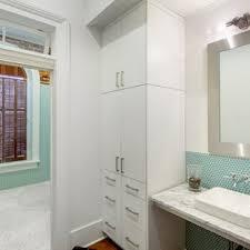 industrial badezimmer mit glasfliesen ideen design bilder
