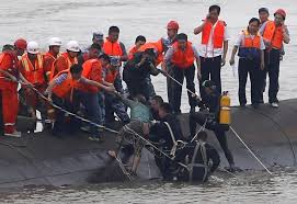 Cruise Ship Sinking 2015 by Cruise Ship Sinking Survivors Rescued But More Than 400 Still