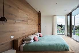 chambre parquet parquet stratifié sur le mur un aménagement mural très tendance