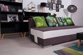 kaktus motive auf dem sofa skandinavisch wohnzimmer