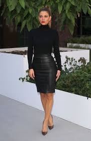 E News Anchor Maria Menounos Posed For A Flick In Black Ensemble And Leopard Print Pumps Cute