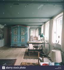 antik lackiert blau schrank in blau grau siebziger jahren