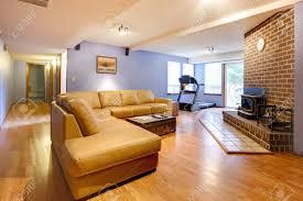country stil ein großes wohnzimmer mit kamin