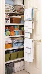 organisieren sie ihren wäscheschrank badezimmer schrank