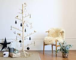 weihnachtsbaum schmücken trends für diesen winter im überblick