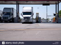 Big Trucks Stock Photos & Big Trucks Stock Images - Alamy The Worlds First Selfdriving Semitruck Hits The Road Wired 2006 Freightliner Century Class St120 Semi Truck Item F511 Epicvue Sallite Tv For Semi Trucks How To Install Your King Quest Antenna Youtube Big Stock Photos Images Alamy Wb I94 Near Mattawan Reopens After 2 Crash Woodtv Man Fatally Struck By Truck In Chinatown Nbc Chicago Tailgater Dish Network Ways To Customize Suburban Seats Tv For Antennas Garmin