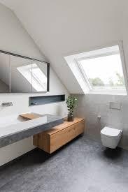 elegantes duschbad mit dachschräge contemporary bathroom