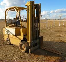 100 Yale Lift Trucks Forklift Item B4604 SOLD February 13 Ag Equipment