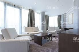 modernes helles wohnzimmer innenansicht stockfoto und mehr bilder architektonische säule