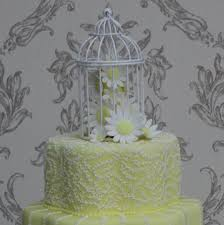 Birdcage On Daisy Wedding Cake