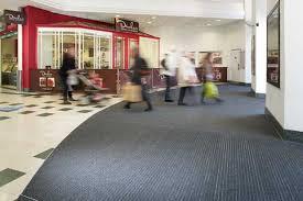 magasin de tapis la saleté au tapis dès l entrée du magasin