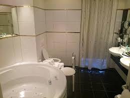 badezimmer mit whirlpool regency suite picture of hotel