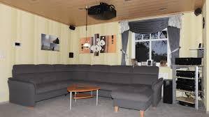 wohnzimmer heimkino mit beamer beamer heimkino sofa tv