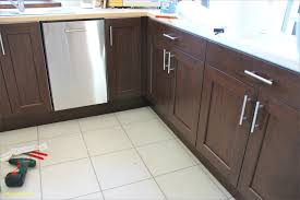 poignee de porte de cuisine changer porte cuisine avec poignee porte cuisine poignace de meuble