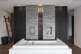badezimmer mit präzisionsmauerwerk aus valser quarzit
