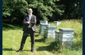 siege credit agricole centre est environnement les abeilles butinent au siège d une banque à
