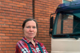 100 Female Truck Driver The Pros And Cons Of Being A In 2020