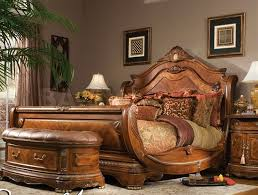 Cortina Sleigh Bed by Michael Amini