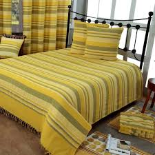jeté de canapé jaune jeté de lit ou de canapé morocco rayures jaune 250 x 355 cm