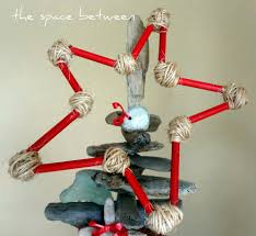 Driftwood Christmas Trees by Diy Driftwood Christmas Tree With Homemade Ornaments