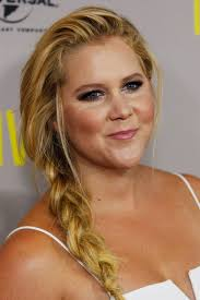 In The Bedroom Imdb by Amy Schumer Brings Her Sister To The 2015 Emmys In An Awesomely