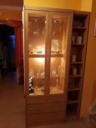 moderne schränke wandschränke aus buche vitrinen fürs