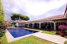 Large One Story Homes by Large One Story Four Bedroom Home With Swimming Pool In Bosque De