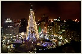 Room With A View Worlds Largest Christmas Tree Soldiers And Sailors Monument