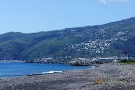 le port la reunion une lorraine à l île de la réunion le port bord de mer et parc