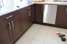 changer poignee meuble cuisine inspirations avec porte cuisine
