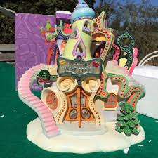 Whoville Christmas Tree by Whoville Grinch Set Stage Design Whoville Pinterest Grinch