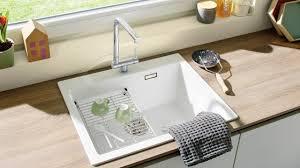 vorfenster armatur für spülen mit aussicht in der küche blanco