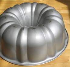Pumpkin Shaped Cake Bundt Pan by Transform An Ordinary Bundt Cake Pan Into A Cute And Country Fall