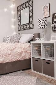 jugend zimmer schwarz weiß rosa bettdecke kissen deko