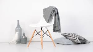 Eames DSW Plastic Chair Product Overview
