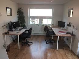 bureau partagé 9 travailleurs s installent dans le premier espace de coworking