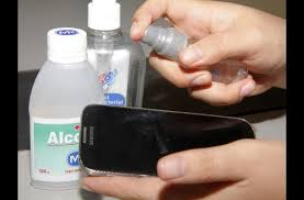 How to clean smartphone screen protector
