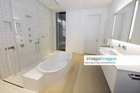 stockfoto badezimmer im bischofshaus in limburg foto v