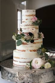 We Love This Rustic Wedding Cake With Beautiful Real Flower Decoration Wed2b