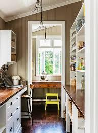 schmale küche im landhausstil mit bild kaufen 11242428