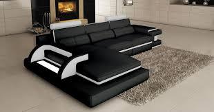 deco in canape d angle cuir noir et blanc design avec
