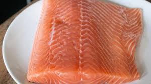 cuisiner filet de saumon désareter un filet de saumon exemples de découpes de saumon