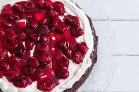 fruchtiger rote grütze kuchen mit schmand