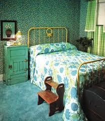 18 Retro Themed Bedroom Design Ideas