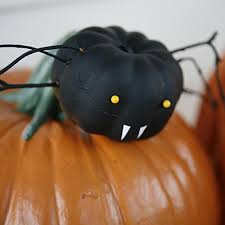 Porcupine Eats Pumpkin by 14 Halloween Pumpkin Animal Ideas No Carving