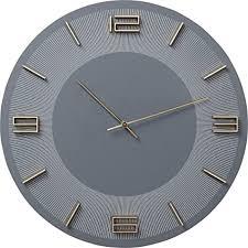 kare design wanduhr leonardo grau gold runde uhr als accessoire für das esszimmer und wohnzimmer mit goldenen ziffern und blauem hintergrund