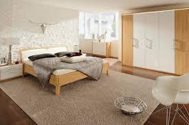 chambre bois blanc chambre blanche et bois lit en blanc vieilli best gallery