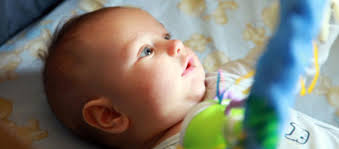 a quel age bébé dort dans sa chambre le sommeil du bébé mon bébé ne dort pas mon bébé dort peu
