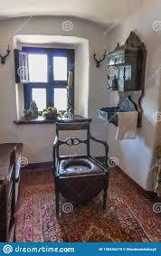 mittelalterliche toilette im burg niedzica polen