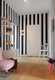 striped wallpaper innenarchitektur wohnzimmer tapete